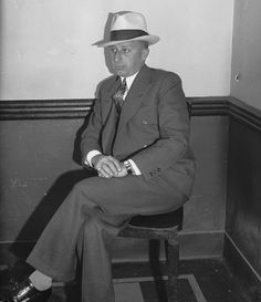 Anthony Carafano, aka Little Augie Pisano, the pudgy Prohibition-era henchman of Al Capone and longtime buddy of Frank Costello whose assassination also claimed the life of Alice Drake. Real Gangster, Mafia Gangster, Baby Face Nelson, 1920s Gangsters, Frank Costello, America's Most Wanted, Mafia Crime, Chicago Outfit, Natural Born Killers