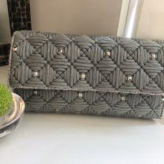 Crochet Storage, Crochet Tote, Crochet Handbags, Crochet Purses, Plastic Canvas Stitches, Plastic Canvas Crafts, Plastic Canvas Patterns, Earing Holder, Crochet Mittens Free Pattern