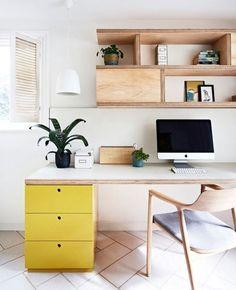 Письменный стол из ДСП - практично и экономно