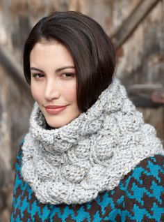 I love the beautiful textures in this knit Pod Stitch Cowl.  Just imagine it in a color-changing yarn!