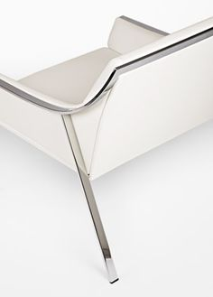 Aileron lounge chair by Christophe Pillet for Frag _