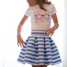 I'm in love with this free pleated skirt tutorial! This is the cutest skirt ever!