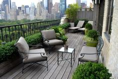 16 Modern Balcony Garden Ideas To Get Inspired From - Home Design Apartment Balcony Garden, Small Balcony Garden, Small Balcony Design, Apartment Balcony Decorating, Front Yard Design, Balcony Plants, Outdoor Balcony, Apartment Balconies, Rooftop Garden