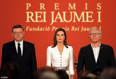The mother-of-two was accompanied by Valencia's Regional Government President, Ximo Puig (left) and Valencia's Mayor, Joan Ribo (right)
