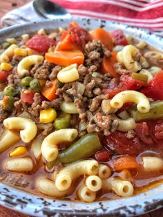 Macaroni & Hamburger Soup - The Tipsy Housewife Makkaroni & Hamburger Suppe - Die beschwipste Hausfrau Beef Soup Recipes, Ground Beef Recipes, Cooker Recipes, Crockpot Recipes, Dinner Recipes, Healthy Recipes, Casserole Recipes, Beef Soups, Healthy Soup
