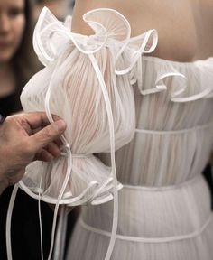 NY Bridal Week: Naeem Khan Fall 2018 (Pic: The LANE) - Fashion - haute couture - style - art - couture - dress - mode / / sac / bag / purse - Naeem Khan Bridal, Fashion Details, Fashion Design, Couture Details, Fashion Art, Trendy Fashion, Latest Fashion, Fashion Ideas, Net Fashion