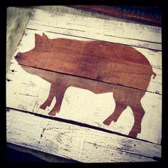 Pig silhouette on pallet wood by SandingBurlap on Etsy Barn Wood Crafts, Reclaimed Wood Projects, Pallet Crafts, Farm Crafts, New Crafts, Decor Crafts, Old Wood, Rustic Wood, Primitive Signs
