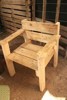 Wood Pallet Pallet Chair - 30 DIY Pallet Ideas for Your Home - Page 2 of 3 - Easy Pallet Ideas - we have collected these special 30 DIY pallet ideas that will explore all the latest trends and techniques to you about DIY pallet furniture building, so you Pallet Home Decor, Wooden Pallet Projects, Pallet House, Wooden Pallet Furniture, Pallet Crafts, Wooden Chairs, Diy Crafts, Rustic Furniture, Recycled Pallets
