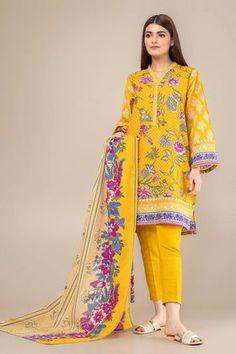 Khaadi Yellow Winter Collection 2018 Whatsapp: 00923452355358 Website: www. Fancy Dress Design, Stylish Dress Designs, Stylish Dresses, Simple Dresses, Casual Dresses, Simple Pakistani Dresses, Pakistani Fashion Casual, Pakistani Dress Design, Pakistani Outfits