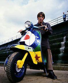 Paul Weller on a Lambretta Modern Vespa : Celebrity Scooters.My Mod God Mod Scooter, Lambretta Scooter, Vespa Scooters, The Style Council, Paul Weller, Zoot Suits, Hippie Man, Motor Scooters, Britpop