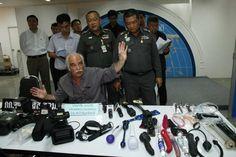 Bangkok - EinItaliener wurde inBangkokBangKhoLaemBezirk unter dem Vorwurfverhaftet, illegale pornografische Filme produziert zu habenn, erzählteder Chefder Einwanderungspolizei Boonyakiat auf einer Pressekonferenz gestern.Der Verdächtigebestrittden Vorwurf.    Die Polize