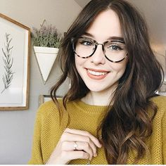 Cutie Acacia Brinley in Candy Floss getupfte Lippe - Colour Pop - - Cutie Acacia Brinley in Candy Floss getupfte Lippe - Colour Pop Cute Girl With Glasses, Cool Glasses, Big Glasses Frames, Womens Glasses Frames, Blonde Makeup, Hairstyles With Glasses, Girl Hairstyles, Hair Styles For Glasses, Makeup With Glasses
