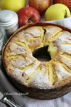 Unavená vařečka: Ciambella di mele Eastern European Recipes, Good Food, Yummy Food, Daily Meals, Bagel, Apple Pie, Tea Time, Sweet Tooth, Deserts