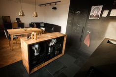 functional on the inside.  Kitchen island made with 13x13x26cm solid oak blocks.  design: gentlemaker.pl woodwork: pracownia-tryktrak.pl