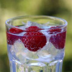 Rezept: Bacardi Razz mit Sprite - Cocktails & Drinks   mixable.de