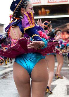 Saya Sensual, Girls Dancing Caporales.