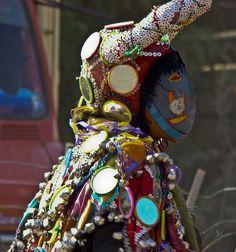 disfraz de diablo -carnaval norteño- JUJUY Time To Celebrate, Christmas Ornaments, Holiday Decor, Empanadas, Packaging, Victoria, Ideas, Sun, Devil