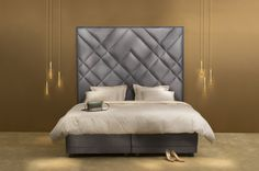 Big headboard, luxurious boxspring bed #boxspringbed #bed #bigheadboard #headboard #squareheadboard #bedroom #beautifulbed Home Reno, Decoration, Luxury Bedding, Apartment Therapy, Master Bedroom, Sofa, Reno Ideas, Vienna, Beds