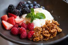 almond crunch granola & greek yogurt