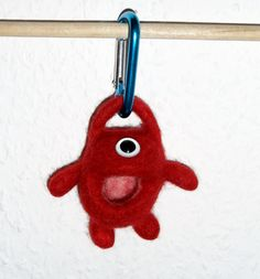 OktoberZinnober - Kleines Monster zum Anhängen von exposicion - Filz- und Textilkunst auf DaWanda.com