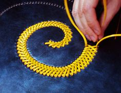 Wonder if I can do this with embroidery thread..... CUERO http://artesaniadecordoba.com/es/3_curpay?artesano=1