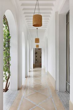 English country elegance meets classic Moroccan style in this house near Marrake… - Landhaus ideen Moroccan Decor Living Room, Moroccan Interiors, Home Interior Design, Interior Architecture, Interior And Exterior, Country House Interior, Moroccan Design, Moroccan Style, Moroccan Garden