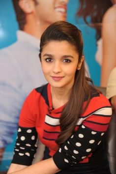 Alia bhatt cutest Hairstyles - Alia Bhatt who is known as the youngest promising actor of Bollywood. She has given hits and has proved her acting skills. Not just her acting is good but she is also famous for her style and appearances. Indian Celebrities, Bollywood Celebrities, Beautiful Celebrities, Beautiful Women, Beautiful Bollywood Actress, Most Beautiful Indian Actress, Bollywood Stars, Bollywood Fashion, Bollywood Images