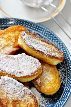 Placuszki na maślance z jabłkami - MMMmmm! Especially with coffee in the morning. Crepes And Waffles, Sweet Pastries, Polish Recipes, Polish Food, Food Inspiration, Love Food, Food To Make, Sweet Recipes, Breakfast Recipes