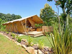 Bekijk de Safari Tent Woody | LuxeTenten | Safaritenten & lodges Woody, Imperial Units, Luxury Glamping, Box Bed, Bell Tent, African Safari, Wall Canvas, Lodges, Plants