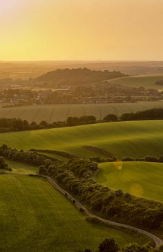 Dunstable Downs (by kubrick_kb) - Lovely view of the rolling countryside. Britain Uk, Great Britain, Beautiful Islands, Beautiful Places, Woburn Abbey, Time In England, Images Of England, Slow Travel, British Isles