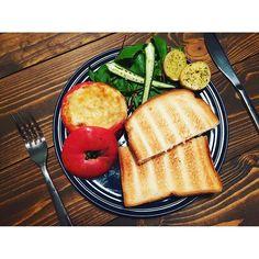 2016/07/24 22:51:27 ___aya.cooking . . 🍳きょうの晩ごはん . 旦那さんが出張のため、手抜きメニューのひとり晩ごはん🙄 . 変に余ってたひき肉をトマトの肉詰め🤗 ひとりだしごはん炊くのが面倒で…朝ごはんみたくなっちゃった(笑) . #晩御飯#夜ごはん#夕食#プレート#ワンプレート#ワンプレートごはん #ごはん#おうちごはん#おうちカフェ#家カフェ#うちカフェ#おうちcafe#カフェごはん#カフェ#料理#新米主婦#新婚#foodpic#つくりおき#作り置き#つくおき#常備菜#肉詰め#バルミューダ#BALMUDA#食パン#パン