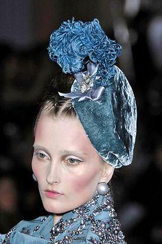 Christian Dior - Velvet hat