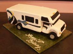 Motorhome made to look like the customer's husband's motorhome. Camper Van Cake, Caravan Cake, Camper Cakes, Camping Theme, Camping Car, Camping Meals, Camping Recipes, Anna Cake, Birthday Cakes For Women