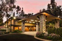 Ayres Lodge Alpine - L'Ayres Lodge Alpine possède un bain à remous et une piscine extérieure entourée de chaises longues. Une connexion Wi-Fi gratuite et un petit-déjeuner continental sont inclus pendant votre séjour. Adresse Ayres Lodge Alpine: 1251 Tavern Road  CA 91901 Alpine (California)