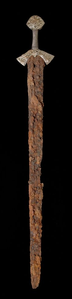 A unique sword fom the late Viking age, which was found back in 2011, is now on display at the historical museum in Oslo.