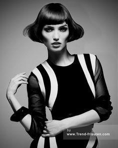 RUSH Mittel Schwarz weiblich Gerade Iconic Frauen Frisuren hairstyles