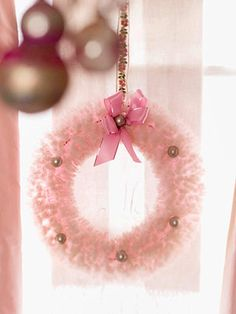Pretty-in-Pink Christmas Decorations Pink Christmas Decorations, Pink Christmas Tree, Shabby Chic Christmas, Victorian Christmas, Christmas Colors, Christmas Time, Vintage Christmas, Christmas Crafts, Christmas Ornaments