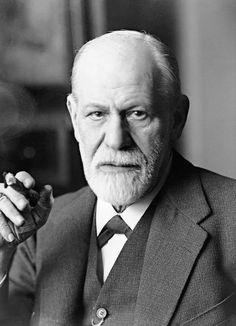 Sigmund Freud war ein österreichischer Neurologe, Tiefenpsychologe, Kulturtheoretiker und Religionskritiker. Er wurde weltweit als Begründer der Psychoanalyse bekannt. Freud gilt als einer der einflussreichsten Denker des 20. Jahrhunderts