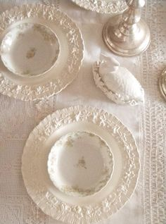 . . . Cabin & Cottage: Fancy Cakes & New Stuff in the Dining Room