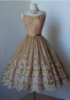 Elegant Homecoming Dresses,A-line Homecoming Dresses,Applique Homecoming Dresses,Spaghetti Straps