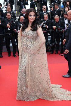 Festival de Cannes 2016:  http://stylelovely.com/galeria/festival-cannes-2016-alfombra-roja/