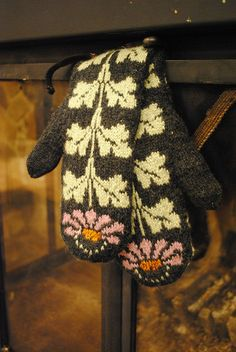 Cone flower mittens - mitts4 by chumily8, via Flickr