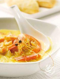 Cream of asparagus and potatoes with shrimp - Se state cercando di non appesantirvi con le calorie, questa Vellutata di asparagi e patate con gamberetti è ideale per voi! Delicata e genuina!