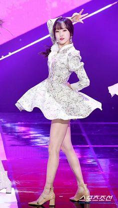 Steampunk Boots, Gfriend Yuju, Kpop Couples, G Friend, Stage Outfits, Pin Up Art, Kpop Girls, Asian Beauty, Girl Group