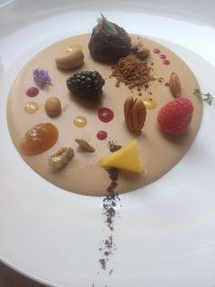 mousse de chocolate con frutos secos y frutos del bosque