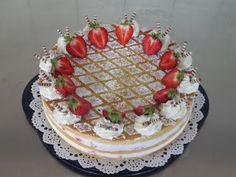 Erdbeer-Holunder Torte Cake, Desserts, Food, Elder Flower, Birthday Cake Toppers, Cake Ideas, Tailgate Desserts, Deserts, Kuchen