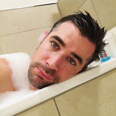 Ganz wichtig bei Männerschnupfen: Erkältungsbad und ne ordentliche Portion Selbstmitleid (Jo Weil)