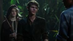 Peter Pan - Once Upon A Time. I love you Robbie Kay, and that lost boy's luscious hair. <<< that comment it's such majestic hair. maybe we've been focusing on the wrong lost boy this entire time. Peter Pan Ouat, Robbie Kay Peter Pan, Peter Pan Disney, Peter Pan Imagines, Once Upon A Time Peter Pan, Peter Pan Neverland, Heroes Reborn, Luscious Hair, Arte Disney