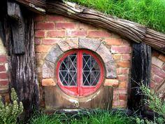 LOTR Hobbiton hobbit-hole.