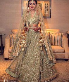 «Amazing #gold @sabyasachiofficial #bridal #lehnga accompanied by irresistible #diamonds and gorgeous #kaleere.  Image by @artfotostudios #punjabi #Repost»
